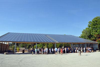 La Halle du Sesquier un espace de 800m²  couvert d'une toiture photovoltaïque.