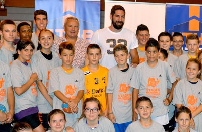 Nikola Karabatic a rendu visite aux jeunes stagiaires du Thau Handball en formation à Mèze