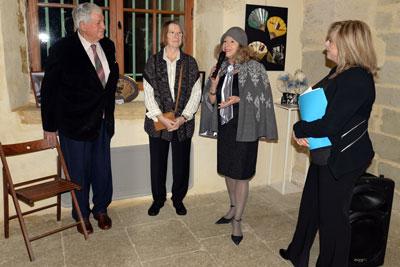 Yves Pïétrasanta, premier adjoint, mesdames Rosay et Boadella, organisatrices de l'exposition et Nathalie Cabrol, adjointe à la culture lors du vernissage, le 17 décembre au château de Girard.
