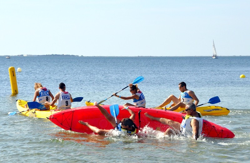 Baëza frère et sœur en kayak dans un style bien à eux dont l'efficacité reste à démontrer...